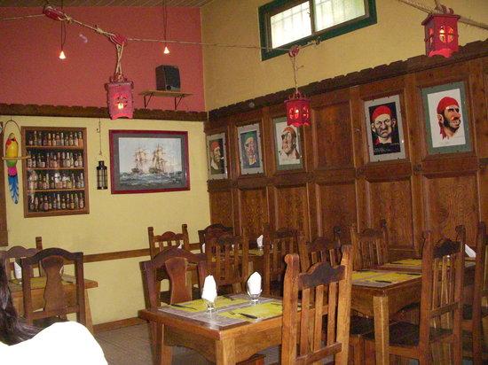 Bucanero: interior de uno de los salones del local