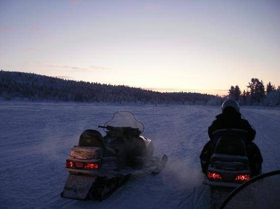 Davvi Arctic Lodge: The snow mobiles!!