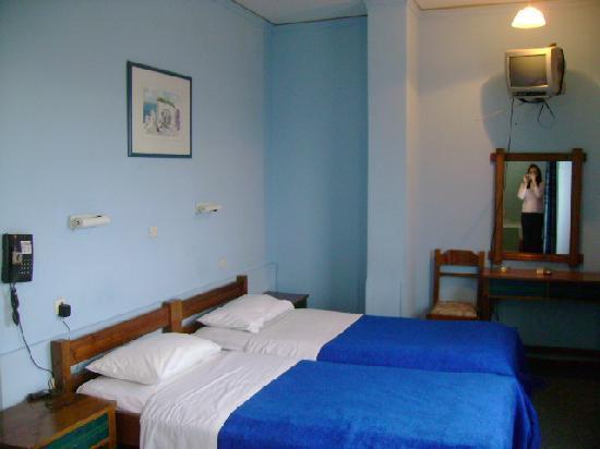 Filoxenia Hotel: 写真より古い感じです。