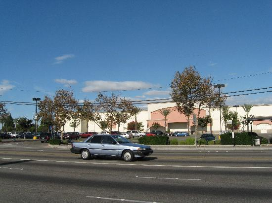 Motel 6 Norwalk: Walmart right in front of the Hotel