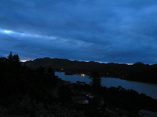 Waimanu Lodge Whangaroa Northland: Night view from our unit