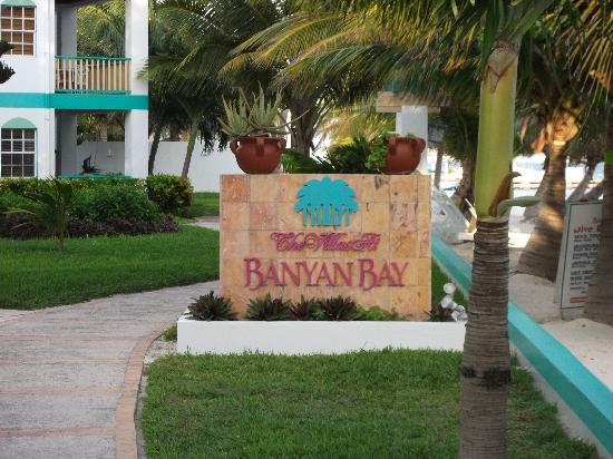 Banyan Bay Suites: the sign
