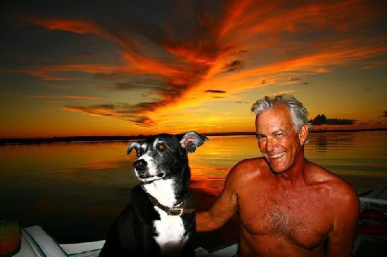 بروفيدنسياليس: Captain Tim & Schooner