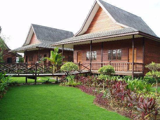 Eastwood Valley Golf & Country Club: Exterior of the chalet
