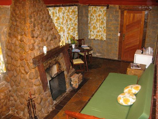 Pousada Tankamana : Small living by the fireplace.