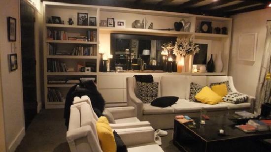 Waiorau Homestead: living room