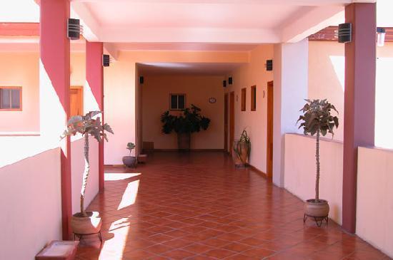 Hotel Casa Cue: Inside open hallway