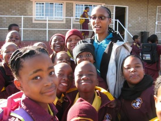 Rustenburg, Sør-Afrika: outside the school before boarding the bus