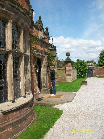 Thornton Manor: The front entrance