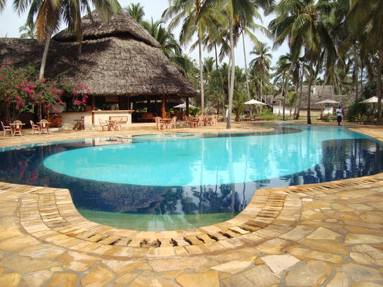 Bluebay Beach Resort and Spa: swimming pool