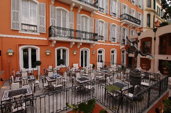 Hotel Ellington: vue de ma chambre sur le Patio de l'hotel