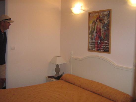 Hotel Riviera: chambre confortable, décorée avec goût