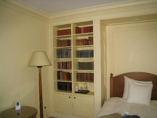 Hotel Kamp: In-Room Library