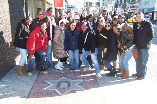 Harlem Heritage Tours: After an excellent tour of the Apollo Theater