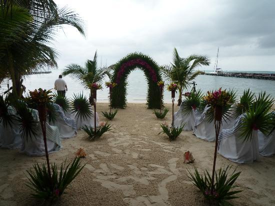 Ramon's Village Resort: wedding spot