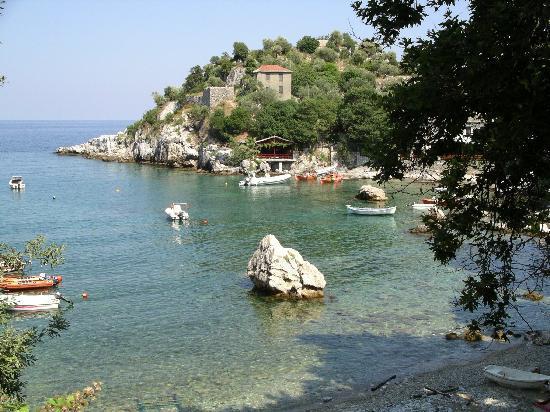 Maistros Studios Apartments: Little harbour of Damouchari