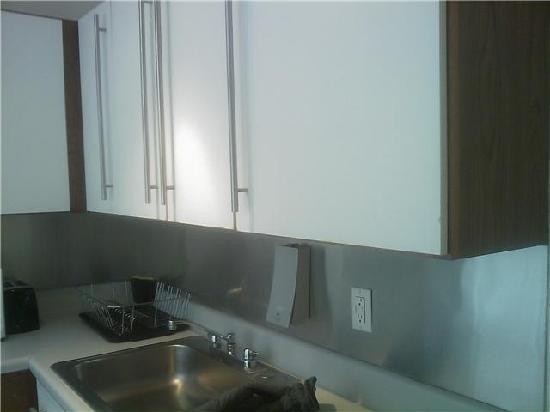 أوف سوهو سويتس هوتل: Kitchen View 3