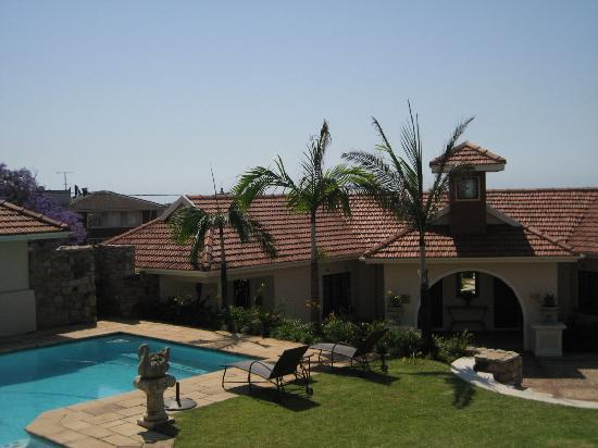 African Pride Audacia Manor Boutique Hotel: Looking towards the coach house and the swimming pool