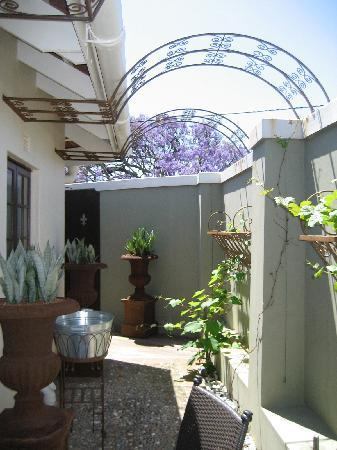 African Pride Audacia Manor Boutique Hotel: Outside area