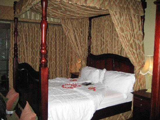 African Pride Audacia Manor Boutique Hotel: Bed