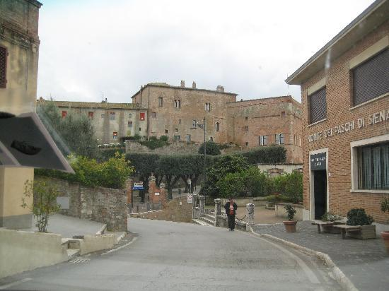 La Locanda del Castello: View of La Locanda as you drive in to town