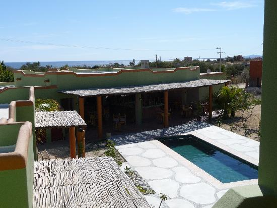 Los Barriles, México: Looking east down towards the restaurant from an uper level balcony