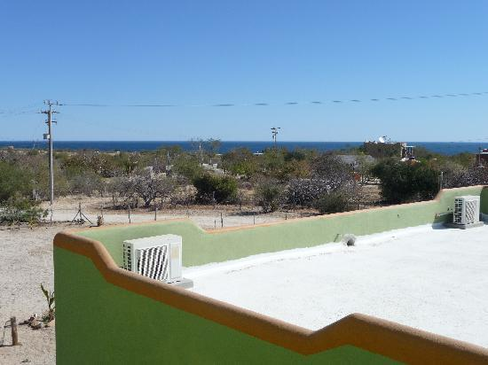 Hotel Los Pescadores: Looking north towards the ocean from a upper level unit
