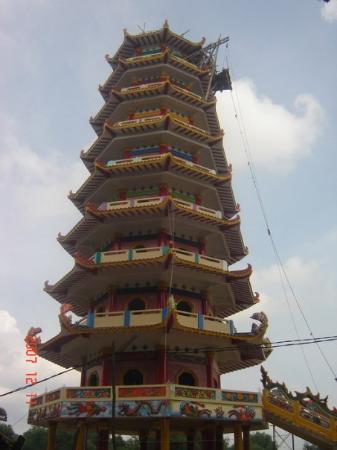 Palembang, Indonesia: Pagoda Pulau Kemaro - Under Construction..