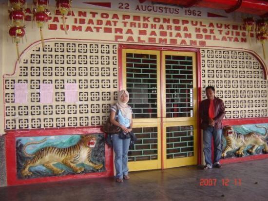 Palembang, Indonesia: Tempat Ibadat Tridharma Hok Tjing di Pulau Kemaro