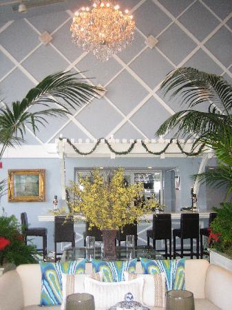 The Portofino Hotel & Marina, A Noble House Hotel: the living room bar