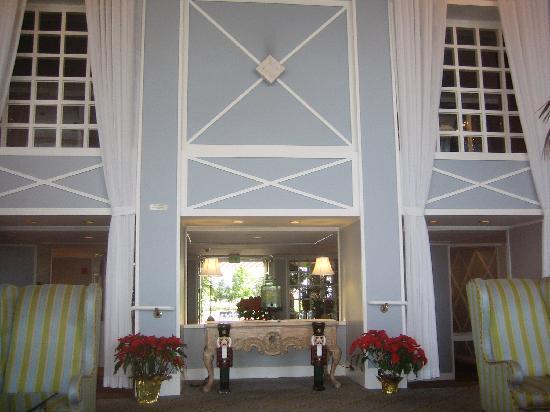 The Portofino Hotel & Marina, A Noble House Hotel: lobby