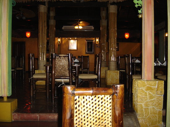 Mama Marley's: the dining room