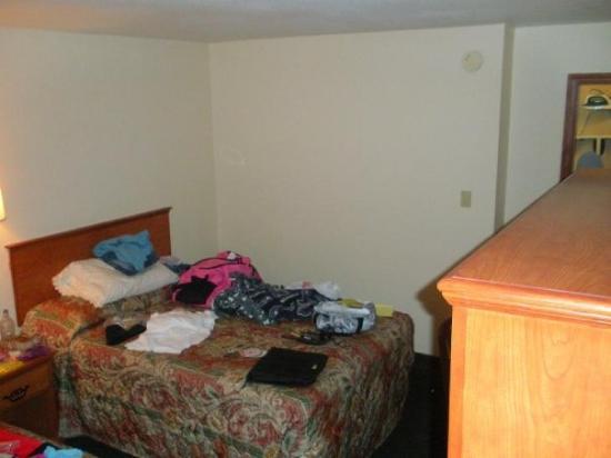 Motel 6 Gresham: our HOTEL ROOM !!!!