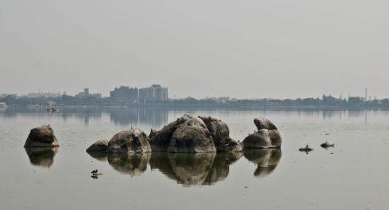 Hussain Sagar Lake: Hussain sagar