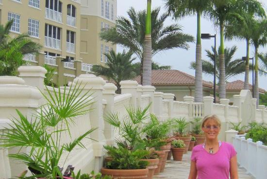 The Westin Cape Coral Resort At Marina Village: The walkways along the waterfront