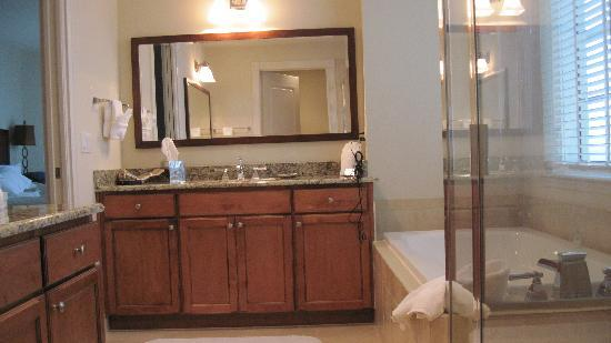 The Westin Cape Coral Resort At Marina Village: The Bathrooms are large and well appointed.