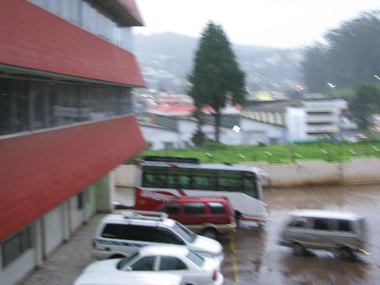 Ooty Gate Hotel: car parking