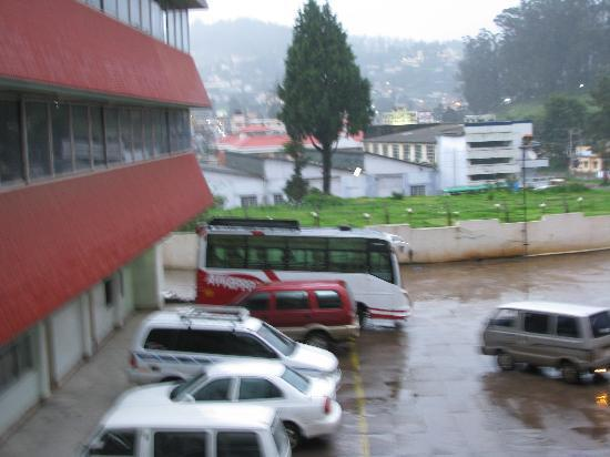 Ooty Gate Hotel: car parking 2