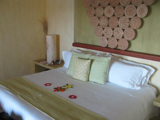 Capella Ixtapa: the bed