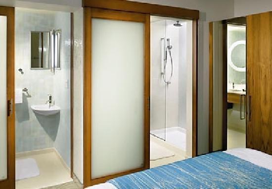 SpringHill Suites Ewing Princeton South: Spa Bathroom