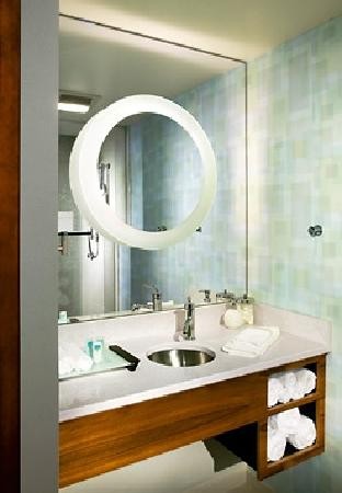 SpringHill Suites Ewing Princeton South: Spa Vanity