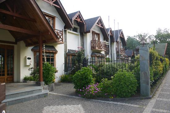 Hotel Huincahue: The hotel from the street