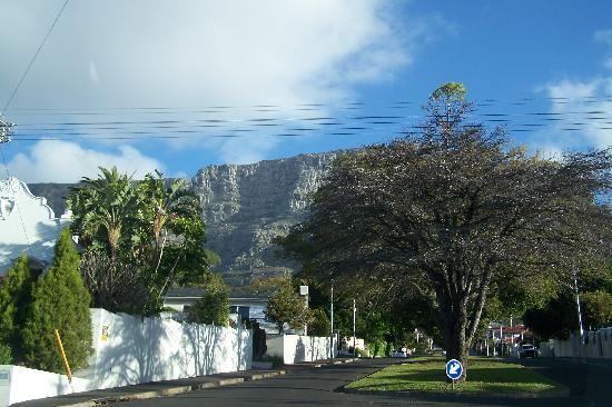 De Tafelberg Guesthouse: View on the table mountain from our room