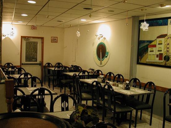 Antonio's Pizzeria : drab and depressing? YES