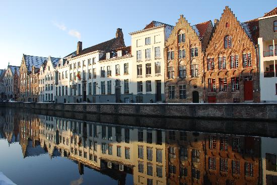 Hotel Prinsenhof Bruges: Along the canals
