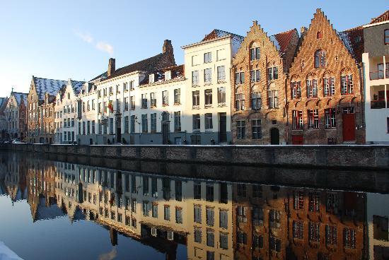 Hotel Prinsenhof Bruges : Along the canals