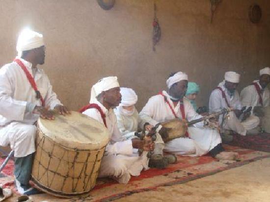 Takojte Hotel : Village Drummers