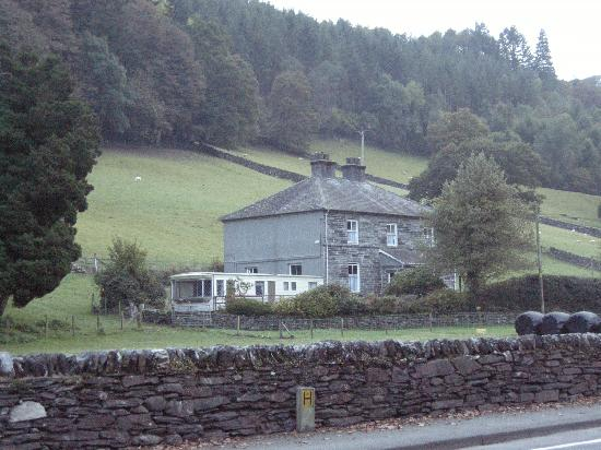 Bod Gwynedd Bed & Breakfast: view from across the street