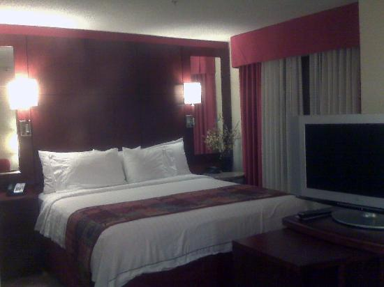 Residence Inn Greensboro Airport: Comfy bed