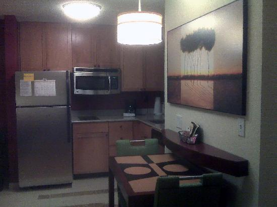 Residence Inn Greensboro Airport: Kitchen